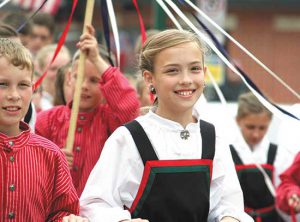 kids in Syttende Mai parade